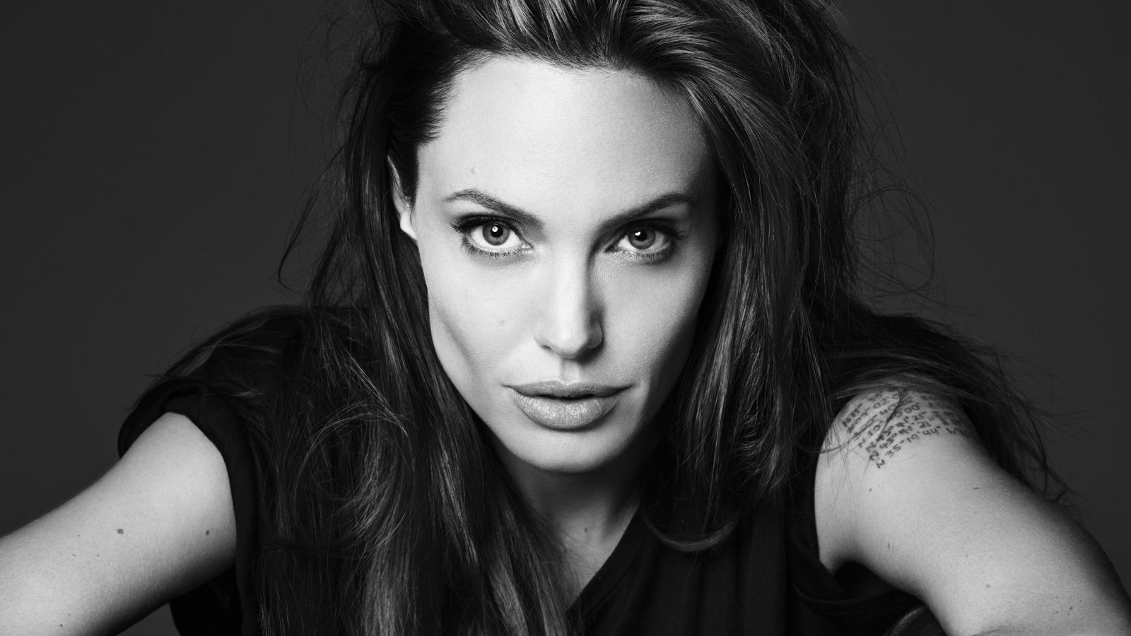 Анджеліна Джолі вирішила стати вчителькою